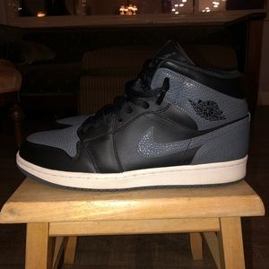 Jordan 1 Retro Mid Black Dark Grey (12)